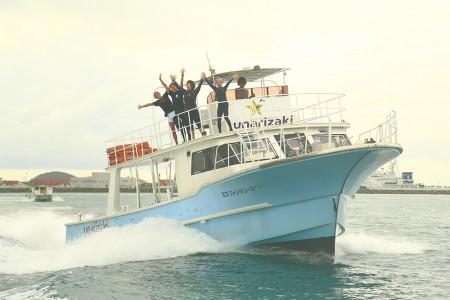 大型のダイビングボート