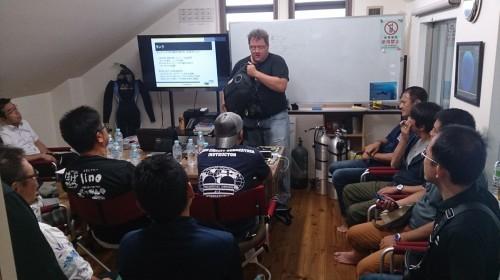 X-Deepのデビットさんも壇上に上がり、器材説明。