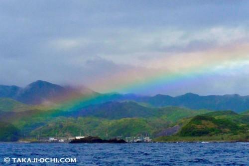 悪天候だったこの日、帰港する時間になるとすっかり晴れ……。これもまた海
