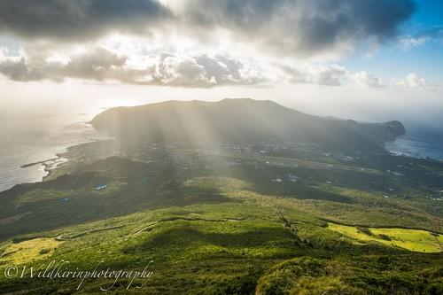 八丈富士から眺める島の南東方面の景色