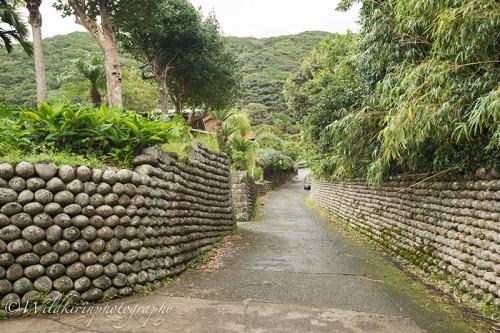 歴史を色濃く感じることができる大里地区の玉石垣