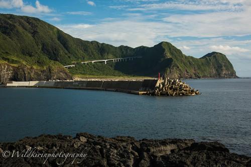 八重根港から見た防波堤