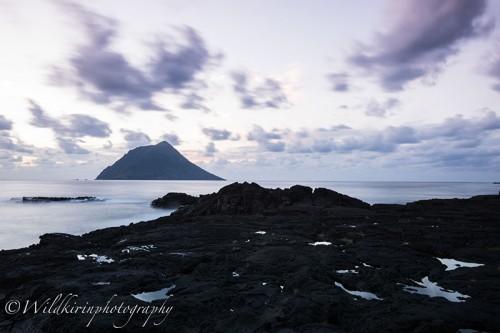 南原千畳敷海岸に広がる溶岩と夕暮れの美しいひと時