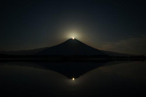 田貫湖のダブルダイヤモンド富士です。