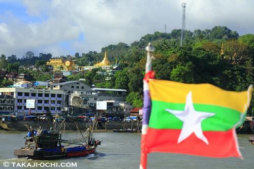 ミャンマーの国境にて