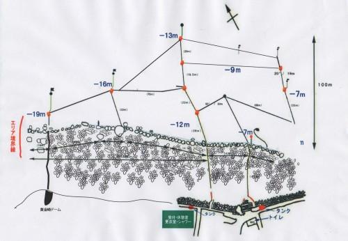 今回潜った黄金崎ビーチの海中マップ。砂地にロープが張り巡らされているのがわかる。赤い点がケーソンの位置