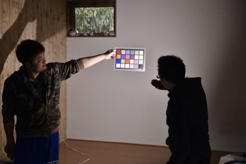 カラーチャートを使用しシステム03の色温度の特性などもレクチャーしてもらう