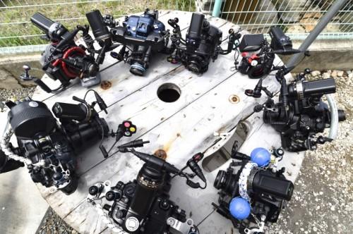 システム03を装着したゲストのカメラが円陣を組む