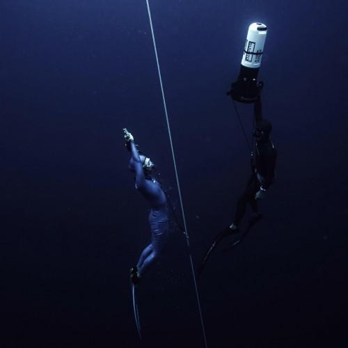 photo by Mikhael Dominigo 深く潜るための、フリーダイビングのトレーニングの様子。ストイックにひたすら潜ります。