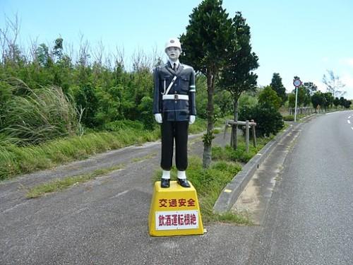 宮古島内に設置されている宮古島まもる君。 By Opqr (Own work) [CC BY-SA 3.0], via Wikimedia Commons