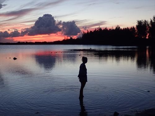 水面に映る夕焼けがまた美しさを増す