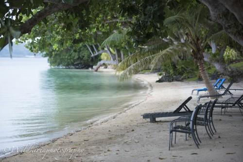 お部屋を一歩出れば静かなビーチが広がる