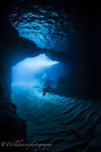 水中から見たブルーケーブは神秘的な青だった