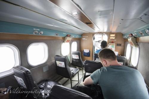 機内は自由席で操縦室も近く、機長とおしゃべりもできる