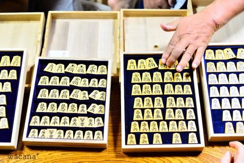 つげの木で作られた将棋の駒。ご主人のお宝です。