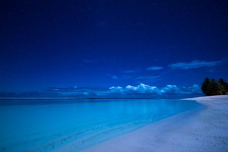 陸上で一番好きな場所である、ロタ島のテテトビーチ。真っ白でとても美しいビーチなのに、人が全然いなくて、しかも海もきれいで。街明かりがないので夜には真っ暗になり、星空を堪能できるところもお気に入りです。(撮影場所=テテトビーチ/Teteto Beach)