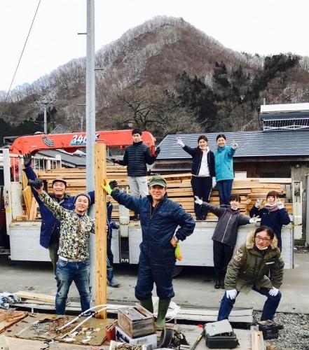 2017年3月11日「恋し浜ホタテデッキ食堂」増築のため、仮設住宅を解体、移設作業を行なった