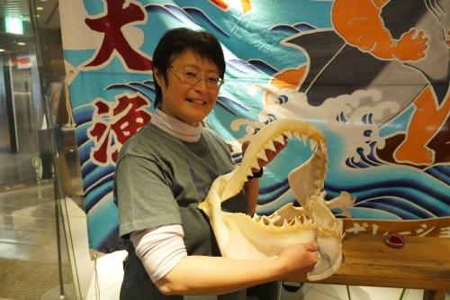 藤田敦子さん「ラララさめのくには小さな取組みから生まれ、まるでサメの神様がついているかのような奇跡的なご縁をたくさんいただいて成長してきました。世界の海を泳いでいって欲しいですね。それだけの内容はあると思います」