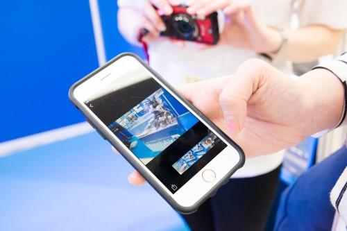 専用のアプリですぐスマートフォンに送信できます。 ハウジングに入れたままでも送れてとても便利。