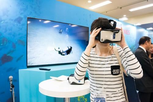 フィリピンブースでは、VR体験で海の世界へ。