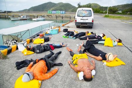 ダイビングの合間の水面休息スタイルも、ちょっと変わってる?