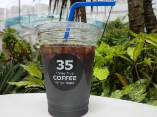 風化したサンゴで焙煎した沖縄限定コーヒー「35COFFEE」。