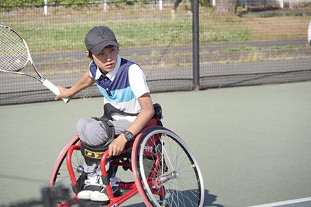 テニスの試合に臨む竜太郎くん