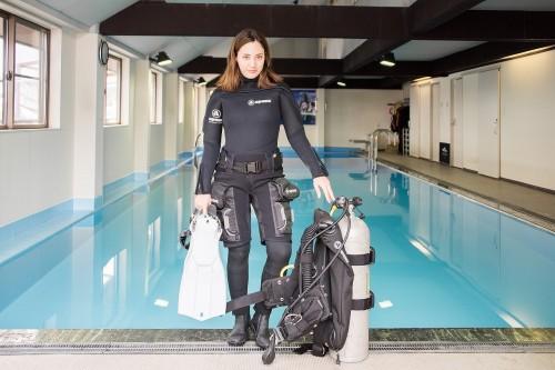 無駄を省く装備は、機能美が生む。可愛いだけではなく、クールに潜りたい女性ダイバーもいるはず