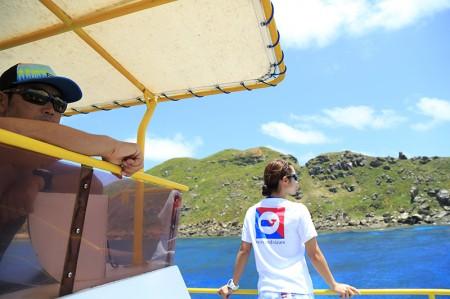 オガン島に停泊させ「三ノ根」の海況を伺う