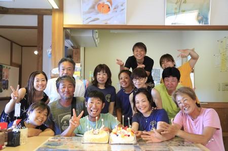 スタッフの誕生日にゲストが石垣島からケーキを持って参上!愛されるスタッフたちがたくさん