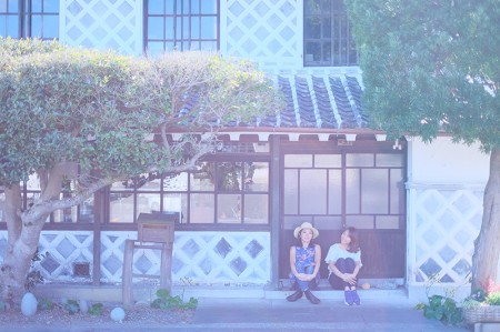 松崎を象徴するなまこ壁通り。歴史を感じる街並みにゆったりとした時間が流れていて、ほのぼのした気分に。