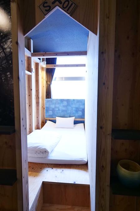 まるで秘密基地のようなワクワク感のある、ちゅらククル石垣島の寝室