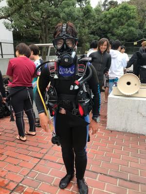 普段使う機会のないフルフェイスマスクに興味津々