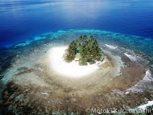 一周111mの島、ジープ島