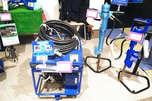 左の「油圧ユニット」を油圧源として使用します