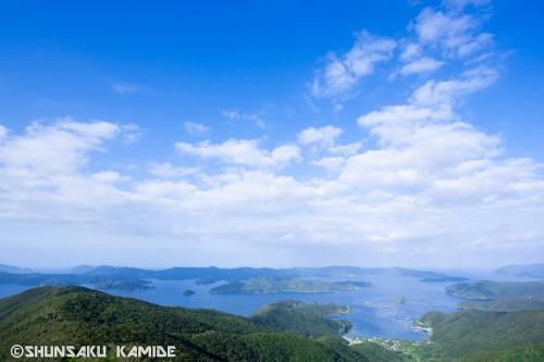 午前9時、高知山展望台から大島海峡を望む。