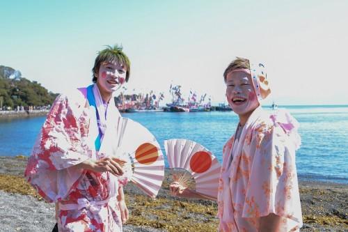 大瀬館マリンサービスの熊谷さん(右)と、ココモ大瀬崎の新長さん(左)(撮影/堀口和重)