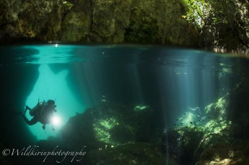 パッセージ内には洞窟があり、まるでセノーテの様な美しい光景が広がっている