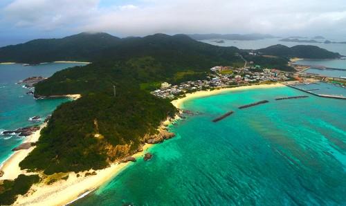 周囲約12km、面積3.96㎢で、慶留間島、外地島とは橋で結ばれ、3島は陸路での往来が可能だ(撮影/石川肇)