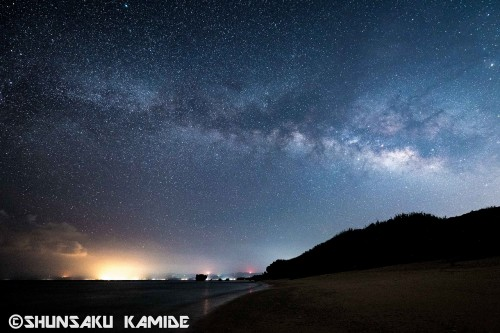 島の北側のビーチで撮影。夏になると、肉眼でも天の川がはっきり見える