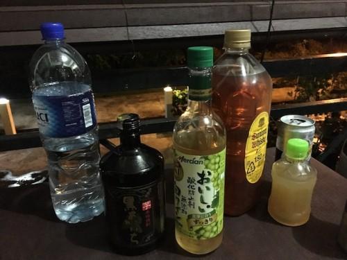 飲み会時。3人酒飲みが集まったことがお分かりだろうか…。