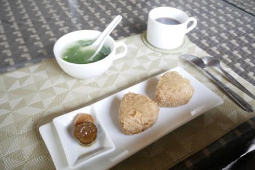 ある日の朝ごはん。たまに出る和食に癒される。