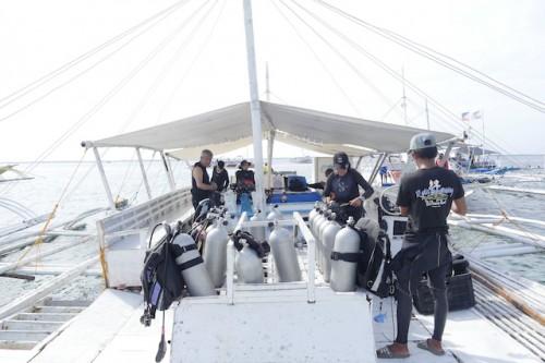 ピーコムドリーム自社ボート。大きなバンカーボートなので揺れも少ない。