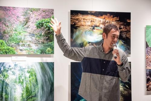 中村卓哉さん写真展「海と森がつなぐ命 -辺野古-」トークショーの様子