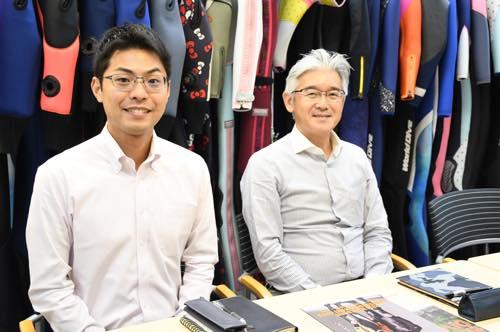 「ワールドダイブ」の金津さん(左)と高橋さん(右)。スーツのことならオマカセ!
