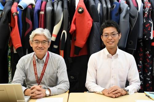 ワールドダイブの高橋さん(左)と金津さん(右)