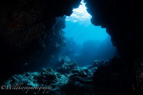 瀬底島「ラビリンス」では神秘的な地形に出会える
