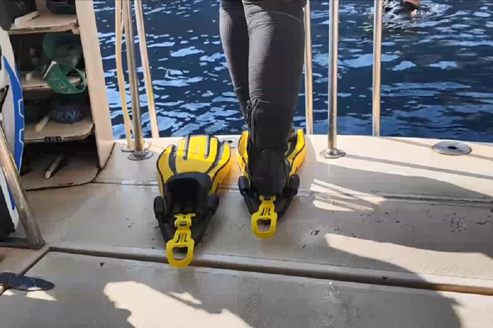 かかとを踏むだけでフィンを装着できる、ストレスフリーな便利グッズ「Finclip」とは