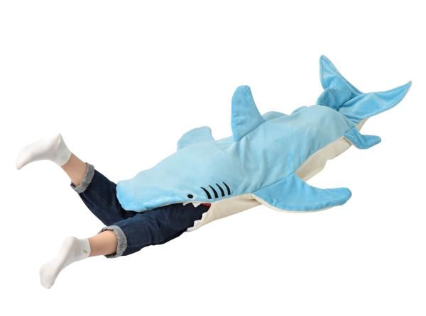 ジョーズもビックリ!? サメに丸呑みにされちゃうブランケット