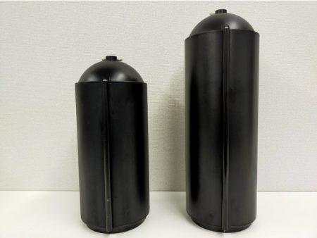 (左):M2 PRO標準搭載の300whバッテリー(133,800円) (右):オプションの700whバッテリー(238,800円)